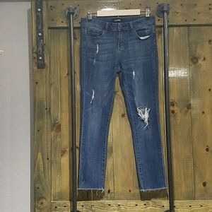 CLINGERS STRECH DISTRESSED JEANS